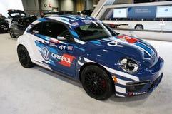 Blå och vit Volkswagen Racing skalbagge Arkivfoton
