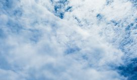 blå oklarhetssky Arkivfoto