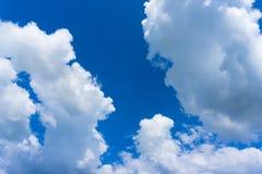 blå oklarhetssky Arkivfoton