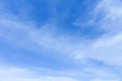 blå oklarhetsskywhite Fotografering för Bildbyråer