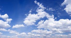 blå panorama- fotosky Arkivbild