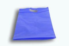 Blå plastpåse som isoleras över vit bakgrund Royaltyfri Fotografi