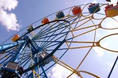 Blå, röd och gul karusell royaltyfri foto