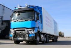 Blå Renault T460 lastbil för länge - transportsträcka Royaltyfri Bild
