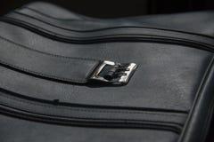 Blå resväska för gammal tappning royaltyfri bild