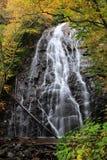 Blå Ridge Parkway Crabtree Falls In höst Arkivfoto