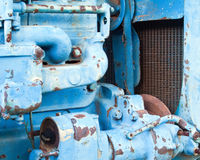 blå rostad tracktor royaltyfri fotografi