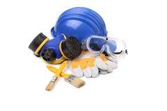 Blå säkerhetshjälm med respiratorn och skyddsglasögon. Royaltyfria Bilder