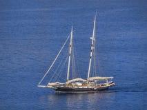 blå seglinghavsyacht Royaltyfri Fotografi