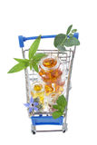 Blå shoppingspårvagn med preventivpillerar och medicin Royaltyfria Bilder