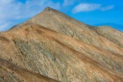 blå sikt för fuerteventura bergsky Arkivfoton