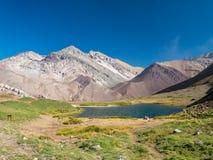 Blå sjö i Anderna, nära av Aconcagua Royaltyfria Foton
