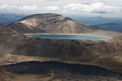 Blå sjö med sjön Rotoaira Royaltyfri Fotografi