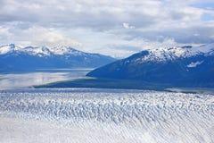 Blå is- sjö och glaciär Arkivbild