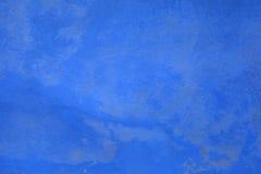 Blå sjaskig målarfärgstuckaturbakgrund Arkivfoto