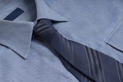 blå skjorta Fotografering för Bildbyråer