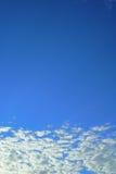 blå sky Arkivfoton