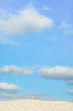 blå sky för bakgrundsstrand Royaltyfri Bild