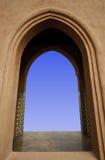 blå sky för dörrram Arkivbild