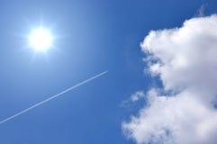 blå sky för flygplan Royaltyfria Bilder