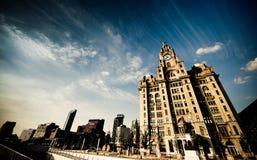 blå sky för lever för byggnadscldag arkivfoto