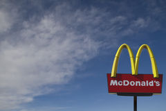 blå sky för madonald s Fotografering för Bildbyråer