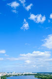 Blå sky med oklarheten Arkivfoto