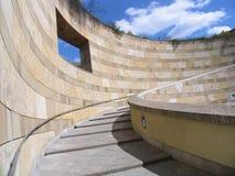 blå sky uppför trappan Royaltyfria Bilder