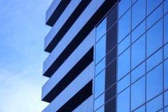Blå skyskrapafasad berlin byggnadskontor glass moderna silhouettesskyskrapor Arkivbild