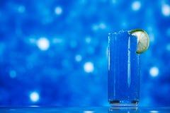 Blå snöslaskis i exponeringsglas blänker på stjärnan royaltyfria bilder