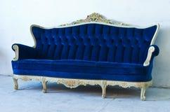 Blå sofa Royaltyfri Foto