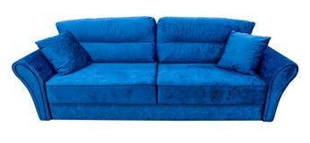 blå sofa Mjuk velourtygsoffa Klassisk modern soffa på isolerad bakgrund Arkivfoton