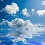 blå solig havssky Fotografering för Bildbyråer