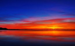Blå solnedgång över Limfjord Royaltyfri Fotografi