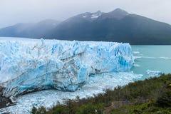 Blå is som är glaciar i Patagonia Arkivbild