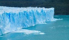 Blå is som är glaciar i Patagonia Royaltyfria Foton