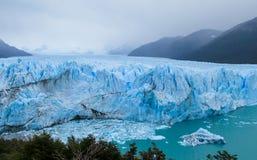Blå is som är glaciar i Patagonia Royaltyfri Fotografi