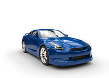 Blå sportbil på vit bakgrund - sidosikt Arkivfoton