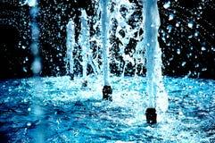 blå springbrunn Fotografering för Bildbyråer