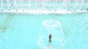 blå springbrunn lager videofilmer