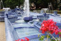 Blå springbrunn i Subotica, Serbien royaltyfria foton