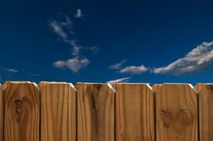 blå staketsky royaltyfri fotografi