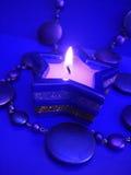 blå stearinljusstjärna Arkivbild
