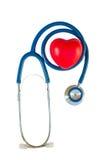 Blå stetoskop med röd hjärta arkivfoton