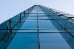blå stigning för högt kontor för byggnad Royaltyfri Fotografi