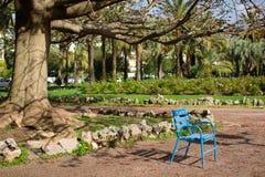 Blå stol i Cannes Arkivbild