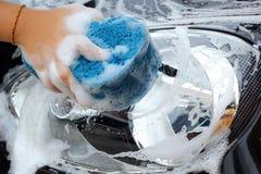 Blå svamp bilen för tvätt Royaltyfri Bild