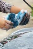 Blå svamp bilen för tvätt Arkivfoto