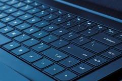 blå tangentbordbärbar datorsignal Royaltyfri Bild