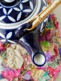 blå teapot Arkivfoton